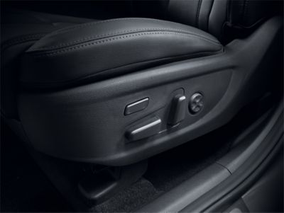 Image of the new Hyundai Santa Fe's 8-way adjustable power front seats.